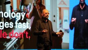 Sergio: İnsanlar robotlar karşısında yaratıcılıkla öne çıkacak