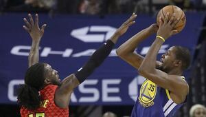 Kevin Durant Warriorsu sırtlamaya devam ediyor