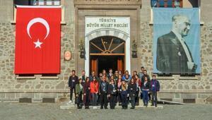 DAÜlü gençlerden Atatürke ziyaret