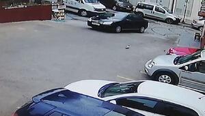 Park halindeki otomobilin karıştığı kaza kamerada