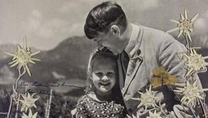 Adolf Hitlerin Yahudi bir kız çocuğuyla çekilmiş fotoğrafı açık arttırmada
