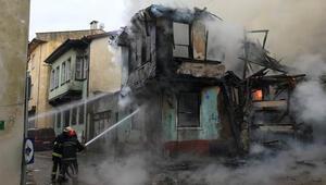 Son dakika: Bursada Tarihi Kayhan Çarşısında yangın