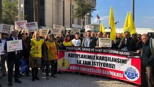 İzmirde KESK üyeleri, enflasyon farklarının ödenmesini istedi