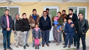Kamyonetleri bozulunca gece sokakta kalan 16 kişilik aileye esnaf sahip çıktı