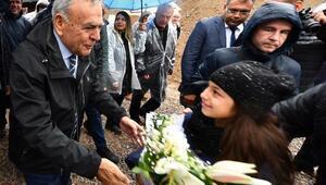 Büyükşehir Belediye Başkanı Aziz Kocaoğlu'ndan ağaç dikim töreninde seçim mesajı