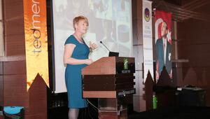Prof. Dr. Rose Luckin: Yapay zeka öğretmeni desteklemeli