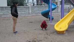 Çocuk parkında dehşete düşüren görüntü Kaydıraklarda kan izleri...