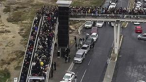 Yer: İstanbul... Yollar da, üst geçitler de kilitlendi