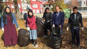 Öğrencilerden çevre temizliği