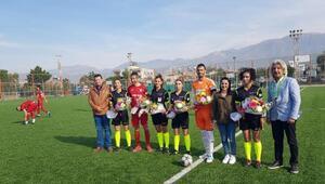Arsuz Karaağaçspor - 1970 Hisarspor maçını 4 kadın hakem yönetti