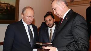 Cumhurbaşkanı Erdoğan Putine kitap hediye etti
