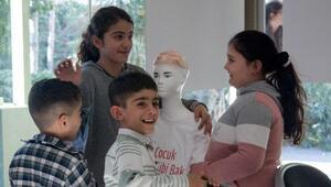 Mülteci çocuklar için Çocuk Gibi Bak projesi