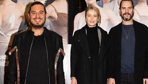 Yönetmen Cem Karcı Her Şey Seninle Güzel'i oyuncu dostlarıyla izledi