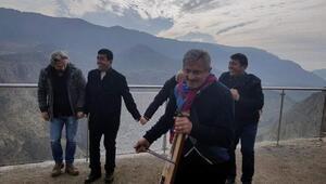 Siirte hamsi festivali için gelen Trabzonlular horon oynadı
