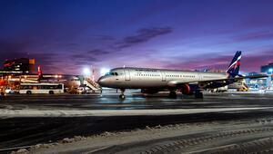 İnanılmaz olay Moskova'da uçak bir kişiyi ezdi