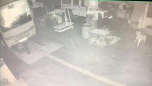 Bursada araç tamir atölyesindeki yangın kamerada