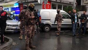 Şişlide lüks otomobile silahlı saldırı... Çok sayıda polis sevk edildi