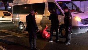 Yaya geçidinden geçerken minibüsün çarptığı kadın yaralandı