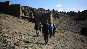 Karaburunun tarihi köyünde inceleme