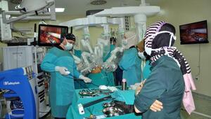 Erzurumda Da Vinci robotu ile kanser ameliyatı