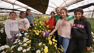 Tarım işçisi kız öğrencilerden şampiyon voleybolcu yetiştirdi