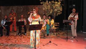 Öğretmenlerden nostalji şarkılarla konser