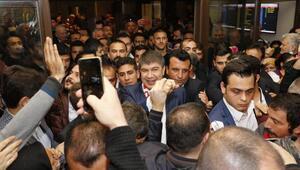 Yeniden aday gösterilen Başkan Türele havalimanında coşkulu karşılama