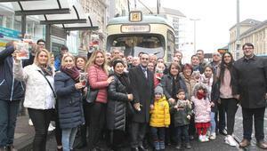 Frankfurt tramvayında çiğ köfteli, türkülü gezi