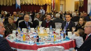 Dinarda öğretmenler onuruna yemek