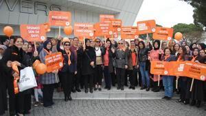 AK Partili kadınlar şiddet mağduru makyajı yaptı