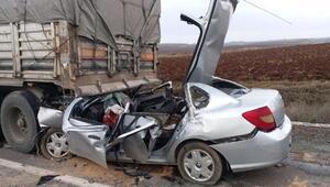 Otomobil, emniyet şeridinde duran TIRa çarptı: 4 ölü (Tekrar)