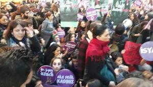 Fotoğraf//Taksimdeki kadına şiddet eylemine polis müdahalesi