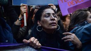 Fotoğraflar Ek 1// Taksimdeki kadına şiddet eylemine polis müdahalesi