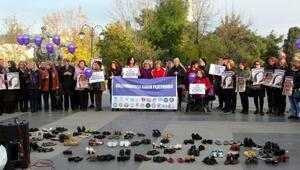 Kadın ayakkabılarıyla şiddete tepki gösterdiler