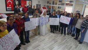 Alaşehirde CHPli kadınlar şiddeti kınadı