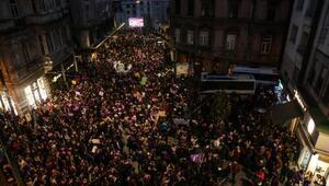 Fotoğraflar Ek 2// Taksimdeki kadına şiddet eylemine polis müdahalesi