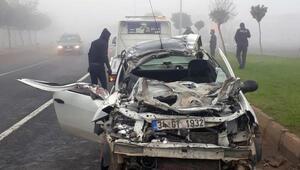Hilvan'da otomobil TIRa çarptı: 2 yaralı
