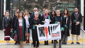 Avukatlar kadına şiddete dikkati çekti