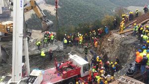 Viyadük inşaatında beton blok düştü