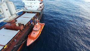 Akdenizde mahsur kalan göçmenleri Türk gemisi kurtardı