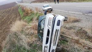 Samsat'ta otomobil devrildi: 3 yaralı