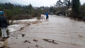 Yağmur ve rüzgar, sahili çöplüğe çevirdi (2)