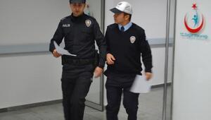 2,5 yıl hapis cezası bulunan şüpheli, yakalanacağını anlayınca polise saldırdı