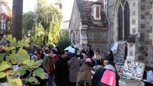 Hasta çocuklar ve ailelerine destek için kilisede kermes