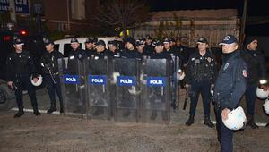 Adana'da polise taşlı ve sopalı saldırı