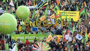Almanya'da on binler iklim için sokağa döküldü
