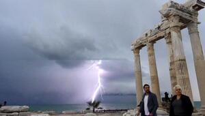 Apollon Tapınağında şimşek şöleni