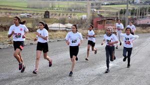 Gardiyan atletin, oğlu anısına düzenlediği geleneksel maraton koşuldu
