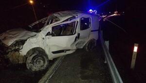 Hasankeyfte hafif ticari araç takla attı: 1 ölü, 4 yaralı