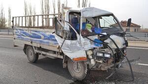 Kamyonet, TIRa çarptı: 1 yaralı